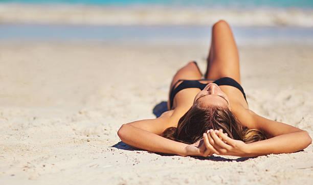 czasem wystarczy plaży dzień - bikini zdjęcia i obrazy z banku zdjęć