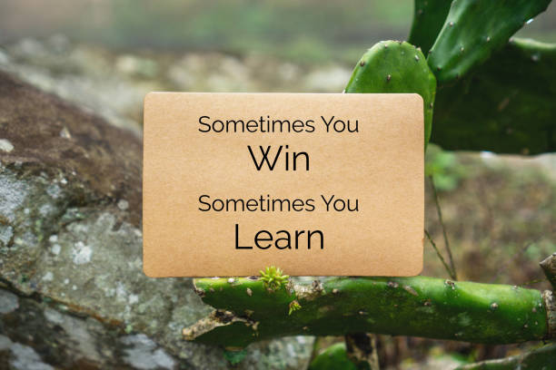 manchmal gewinnt man manchmal. papier-karte auf kaktus. - schlechte zitate stock-fotos und bilder