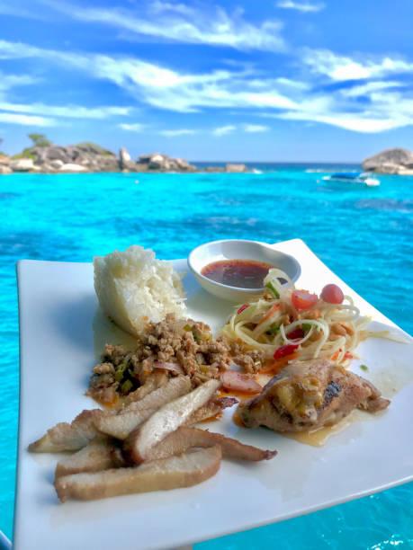 Somtam thai Nahrung mit Meerblick – Foto