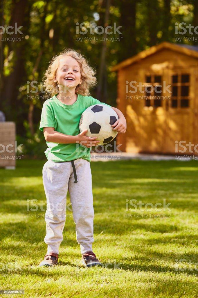 Debout avec une boule de fils - Photo