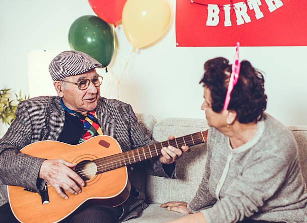 song for my love... - musik kuchen stock-fotos und bilder