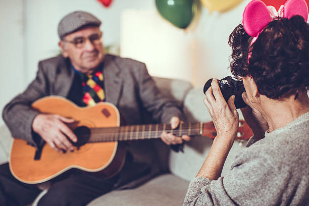 song for my love... - gitarren geburtstagstorten stock-fotos und bilder