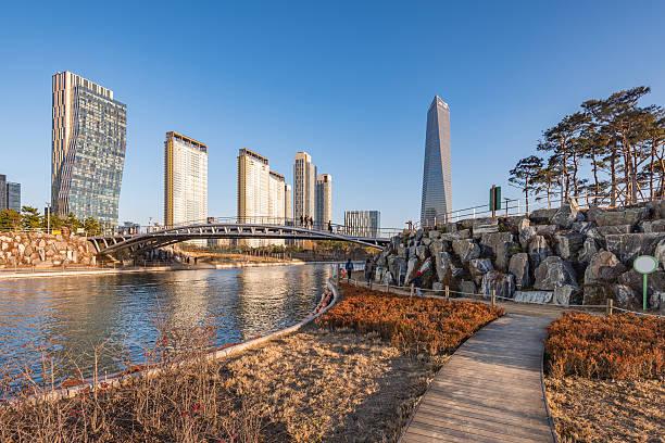 Songdo Central Park en Songdo International el distrito de negocios, - foto de stock