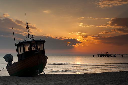 Sonnenaufgang am Strand von Ahlbeck, Insel Usedom