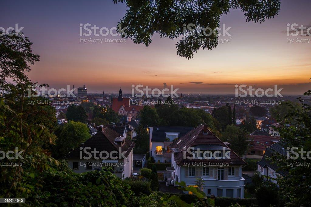 Sonnenaufgang über den Dächern von Bielefeld stock photo