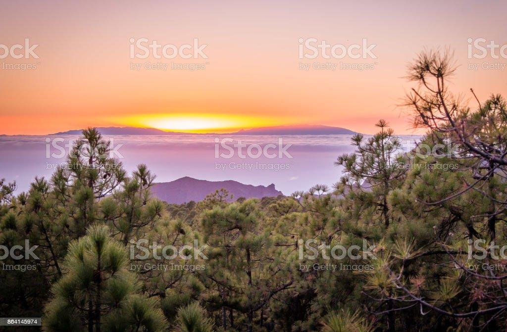 Sonnenuntergang hinter Bergen royalty-free stock photo