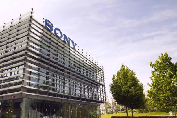 Sony Firmenlogo auf zentrale Gebäude – Foto