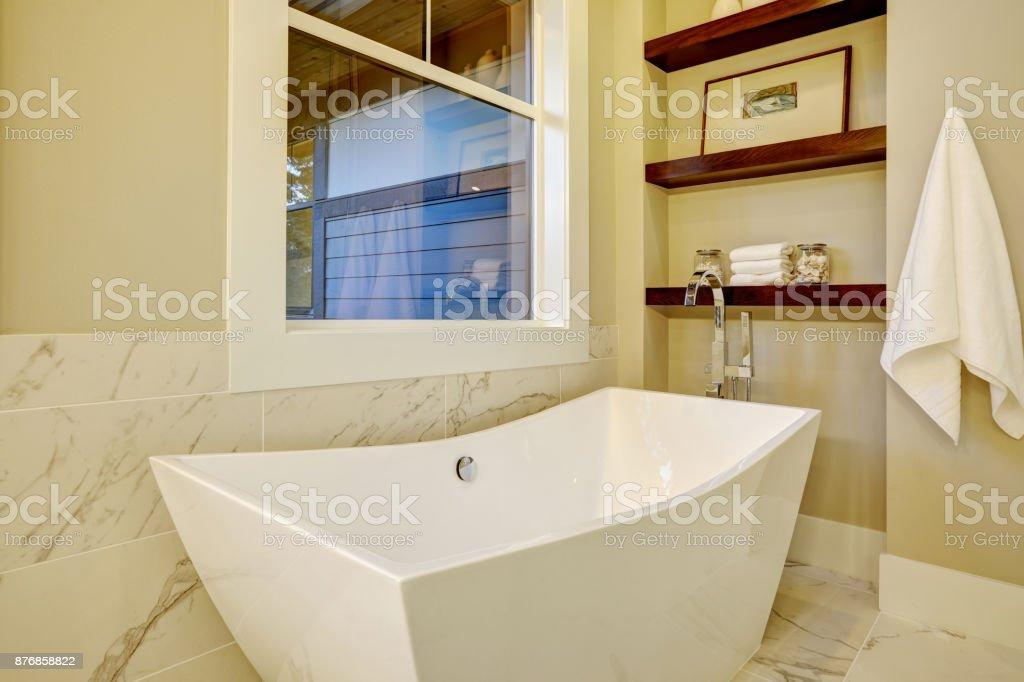 Nook Anspruchsvolle Badezimmer Mit Freistehender Badewanne Stockfoto ...
