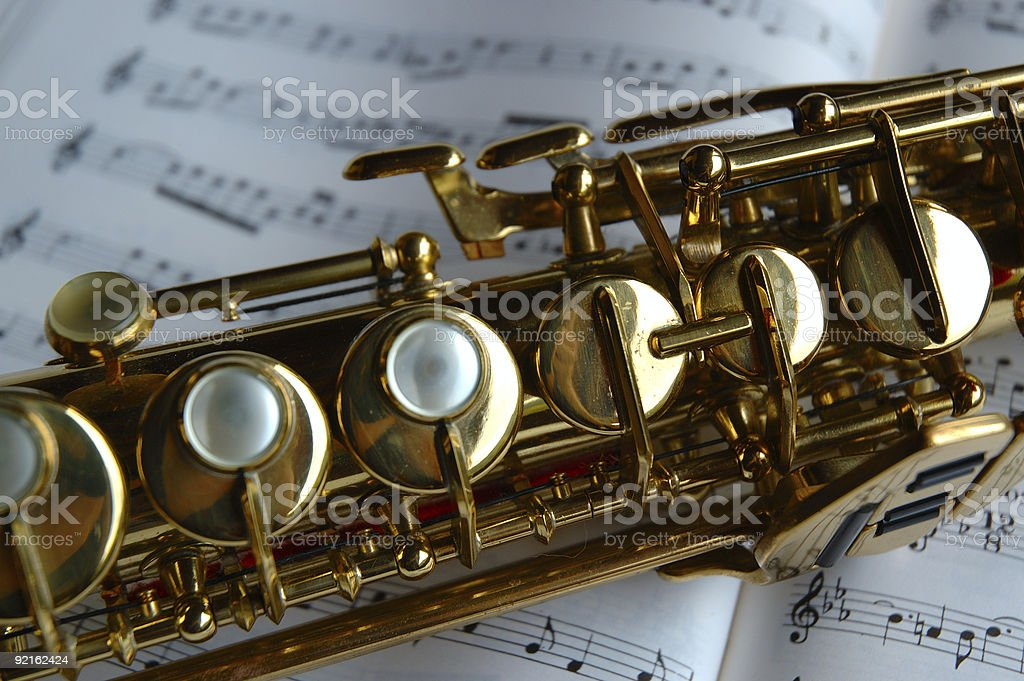 Saxofón Soprano En Hojas De Música - Stock Foto e Imagen de Stock ...