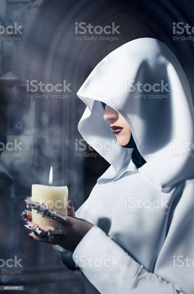 Bruja con vela-2 - foto de stock