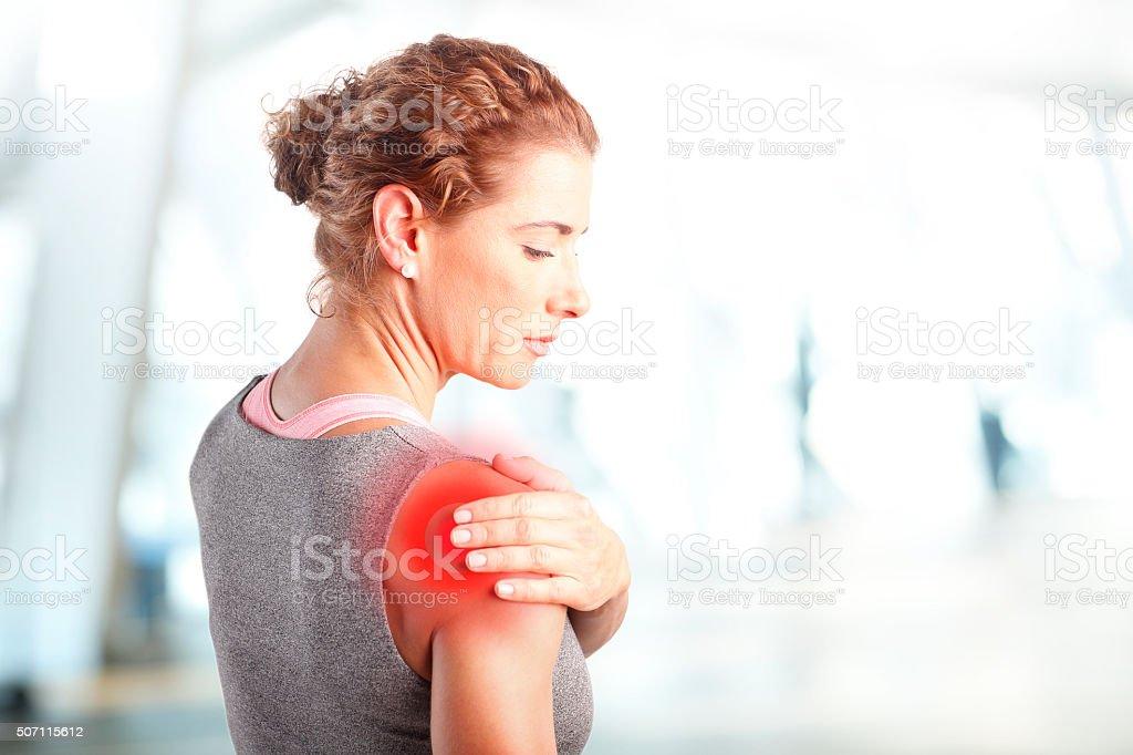 Endoloris après une dure séance d'exercice au centre de remise en forme - Photo