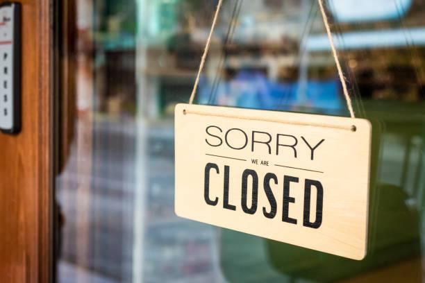 對不起, 我們是封閉的招牌掛在咖啡館的門 - 無人 個照片及圖片檔