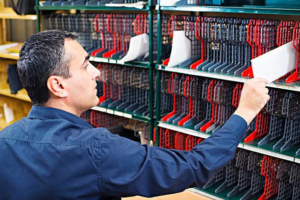 clasificación de mensajes - postal worker fotografías e imágenes de stock