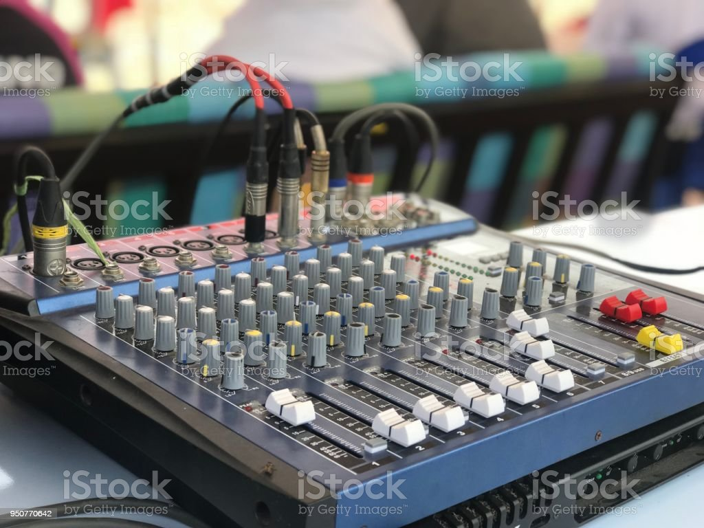 Sound engineer's and audio mixer console with music balance