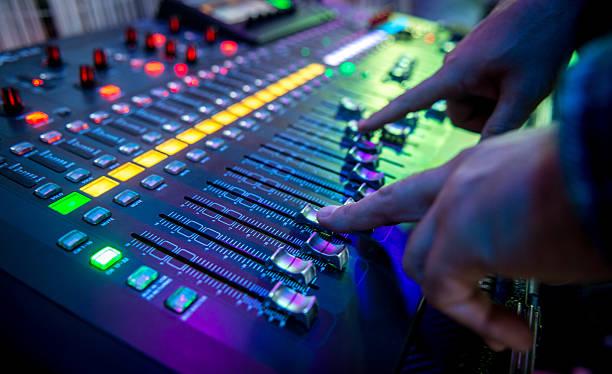 sound mischpult  - postproduktion stock-fotos und bilder
