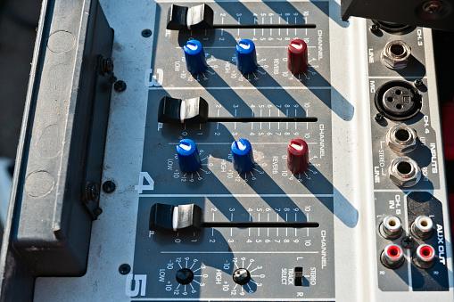 istock Sound monitor device 833615332