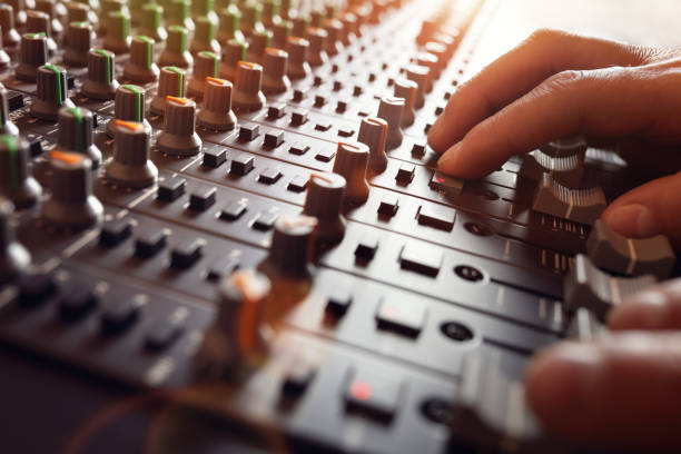 sound recording studio mixer desk - bruit photos et images de collection