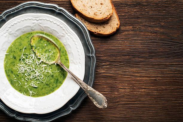 suppe  - spinatsuppe stock-fotos und bilder