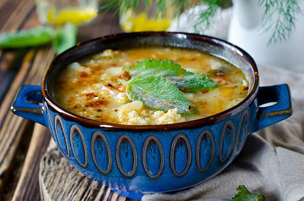 suppe mit hirse und gemüse - safransauce stock-fotos und bilder