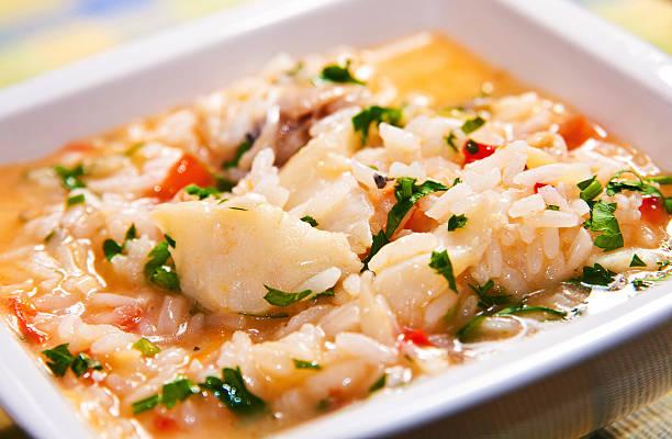 sopa de arroz com bacalhau - cod imagens e fotografias de stock