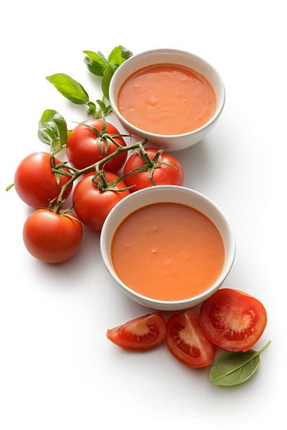 suppen : tomatensuppe isoliert auf weißer hintergrund - hausgemachte tomatensuppen stock-fotos und bilder