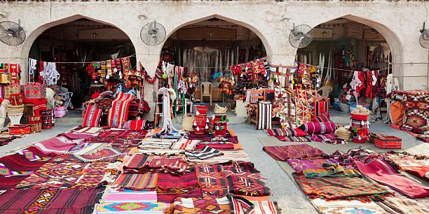 souk waqif boutique - qatar photos et images de collection