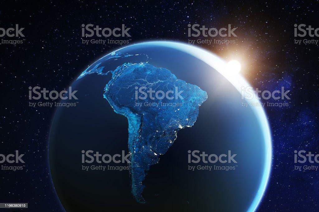 Zuid-Amerika bekeken vanuit de ruimte met zonsopgang op planeet aarde en sterren, overzicht van Amazone rivier en bos, nacht lichten uit steden in Brazilië, Argentinië, Chili, Peru, kaartelementen van NASA, 8k - Royalty-free 8K Resolution Stockfoto