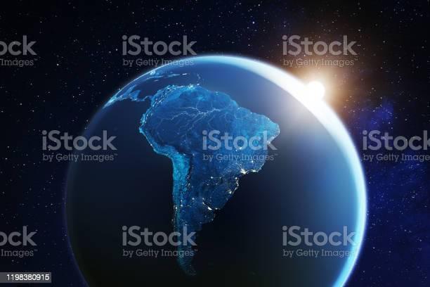 Zuidamerika Bekeken Vanuit De Ruimte Met Zonsopgang Op Planeet Aarde En Sterren Overzicht Van Amazone Rivier En Bos Nacht Lichten Uit Steden In Brazilië Argentinië Chili Peru Kaartelementen Van Nasa 8k Stockfoto en meer beelden van 8K Resolution