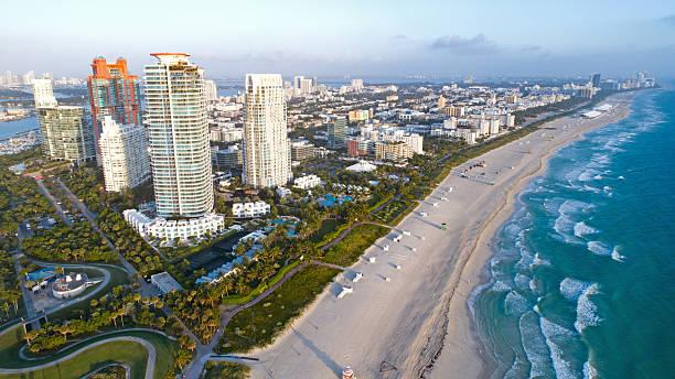 south beach miami florida skyline aerial view - sol nascente horizonte drone cidade - fotografias e filmes do acervo