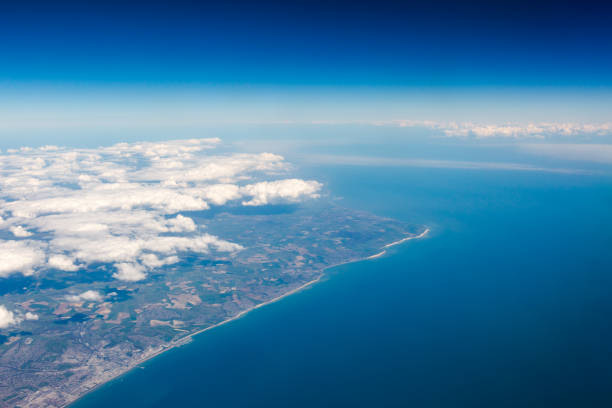 uk south cost cliffs view from top on eastbourne, brighton, english border - east sussex stockfoto's en -beelden