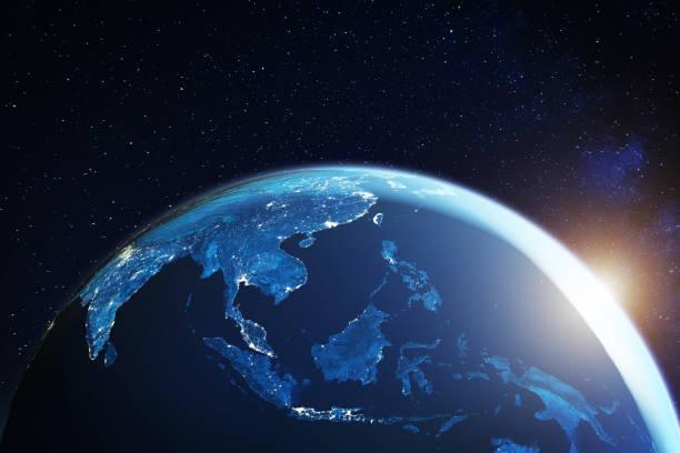 Südostasien aus dem All in der Nacht mit Stadtlichtern, die südostasiatische Städte in Thailand, Vietnam, Malaysia, Singapur und Indonesien zeigen, 3D-Rendering des Planeten Erde, Elemente der NASA – Foto