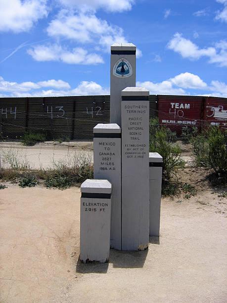 südliche endbahnhof der pacific crest trail - pacific crest trail stock-fotos und bilder