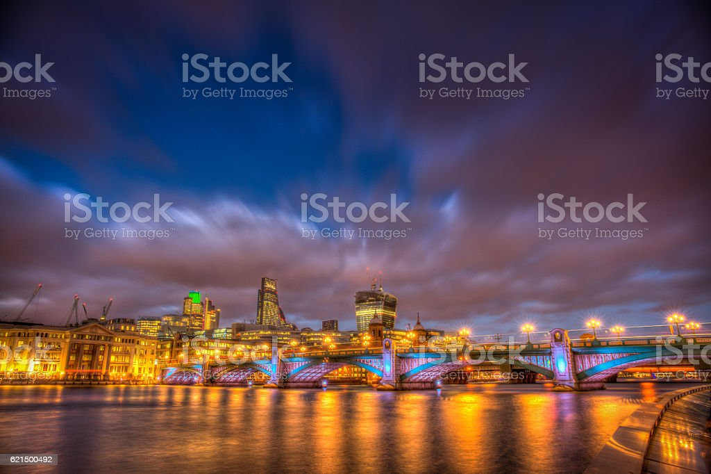 Southwark Bridge at night Lizenzfreies stock-foto