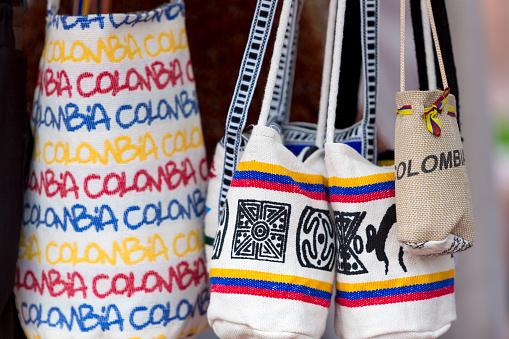 ギフトバッグで販売観光市場ボゴタコロンビア - 2015年のストックフォトや画像を多数ご用意