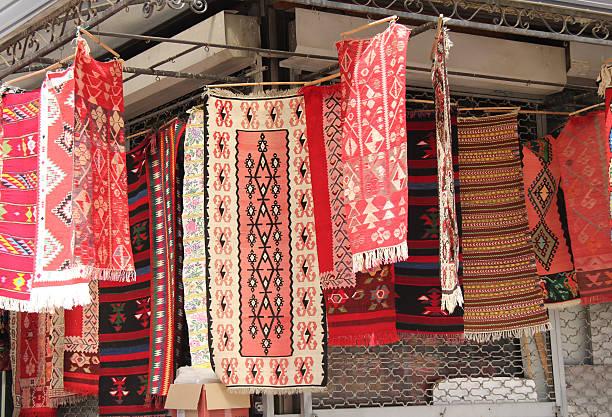 souvenir rugs at the old bazaar, skopje - üsküp stok fotoğraflar ve resimler