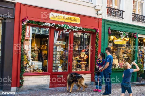 Souvenir store in bruges belgium picture id905690508?b=1&k=6&m=905690508&s=612x612&h=ztv8htbzyblrgz0nbft fxws7sooialvirrmv4qraok=
