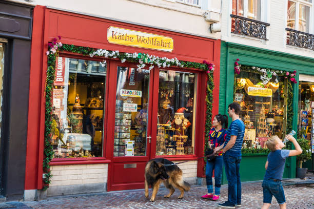 Souvenir store in bruges belgium picture id905690508?b=1&k=6&m=905690508&s=612x612&w=0&h=pzruphgh7osw9ggntputf96hayej504rhrfpdtbd7qi=