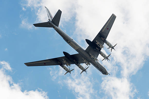 sowjetische strategische bomberjacke tupolev tu - 95 - wie lange leben fliegen stock-fotos und bilder