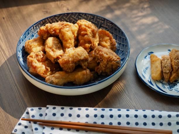 soy sauce seasoned chicken - tempura imagens e fotografias de stock