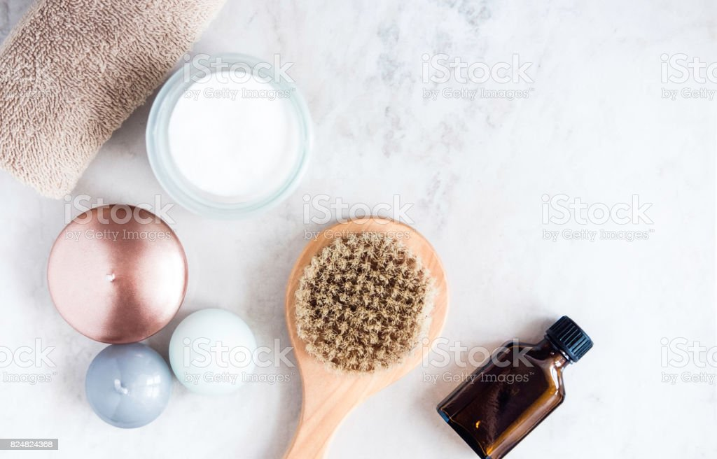 Spa beauty products on white marble table from above. Beauty blogger concept. Copyspace - foto stock