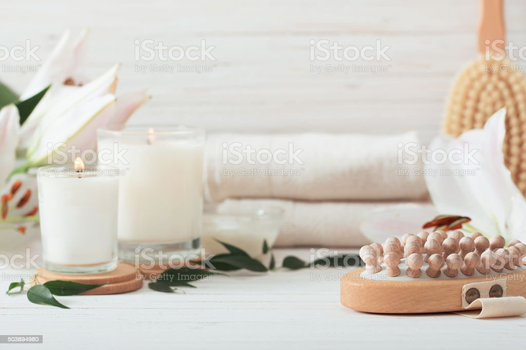 composition de spa sur fond en bois blanc - Photo