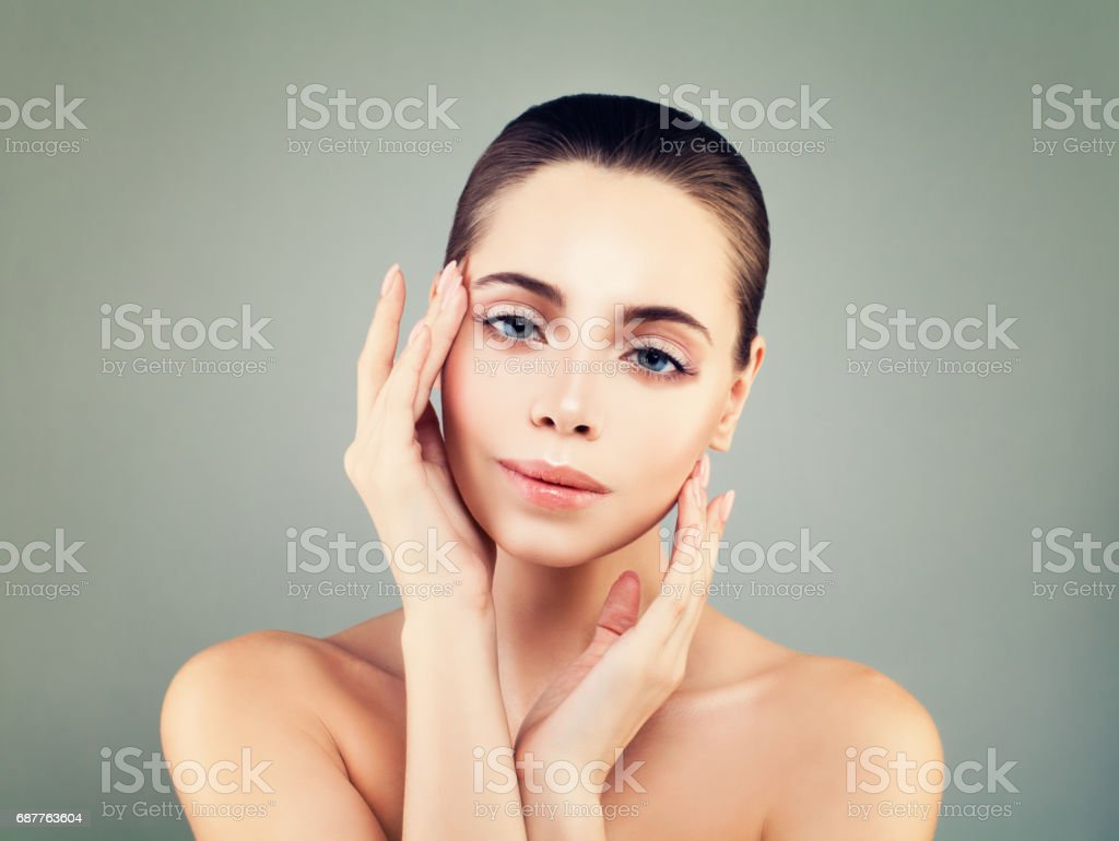 Spa Face. Perfect Model Woman with Healthy Skin and Natural Nude Makeup -  Stock image .