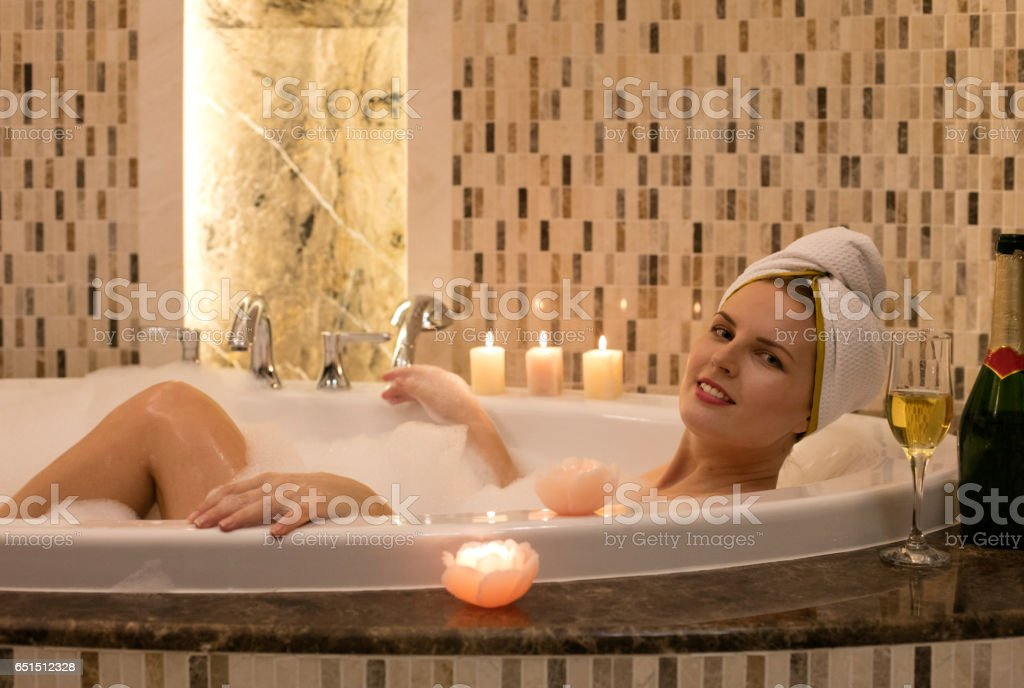 Spa in the bathtub - Photo
