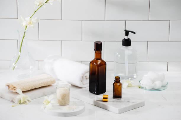 spa kit. shampoo, soap bar and liquid. shower gel. aromatherapy salt - prodotto per l'igiene personale foto e immagini stock