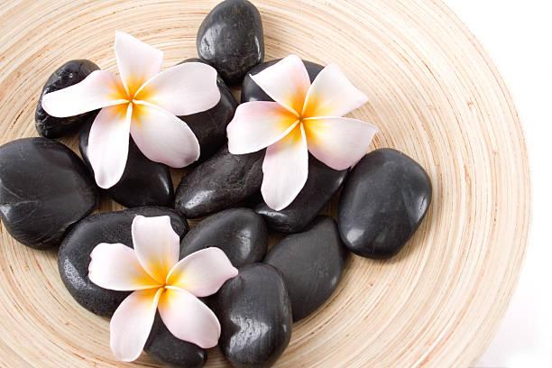 spa-massage - steingut geschirr stock-fotos und bilder