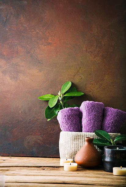 spa natürlichen - badewanne holz stock-fotos und bilder