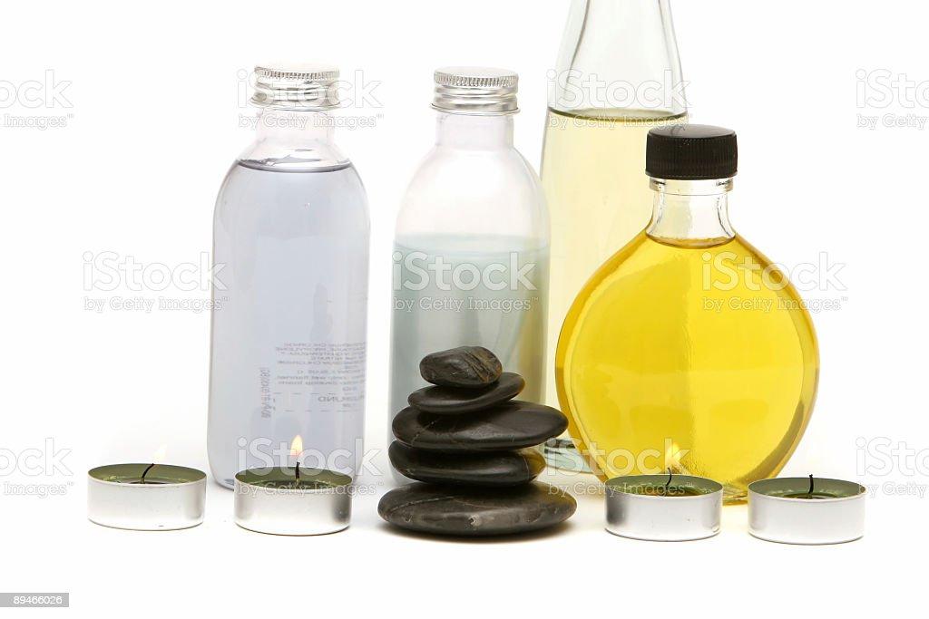 Spa huiles essentielles, les pierres et des bougies photo libre de droits