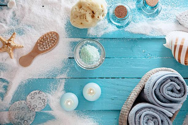 - spa  - badewanne holz stock-fotos und bilder