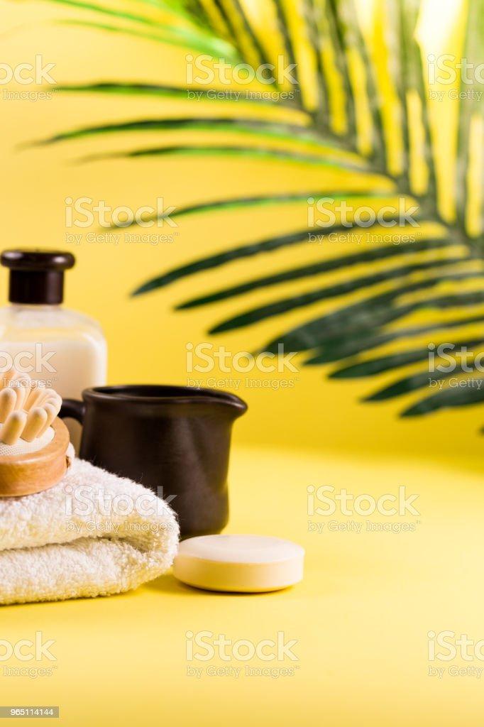 Spa Setting Concept Summer Resort Relaxation On Yellow Background Sea Salt And Oils With Palm Tree Leaf - zdjęcia stockowe i więcej obrazów Aromaterapia