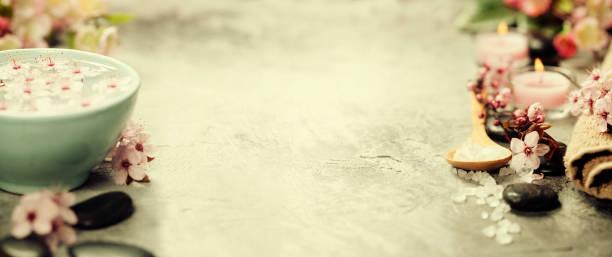 spa-umgebung - steingut geschirr stock-fotos und bilder